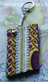 Bijou de sac en tissu aux jolies couleurs de violet et jaune