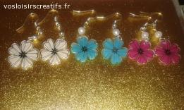 Boucles d'oreilles en plastique dingue / fou : fleurs