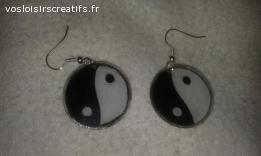 Boucles d'oreilles en plastique dingue / fou : yin yang