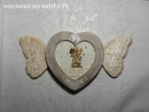 Cadre féerique, ailes de papillon brodées velours de soie.