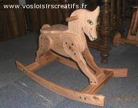 Cheval a bascule, objet en bois décoratif et ou jouet.