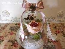 Cloche en verre décorée avec sa pivoine