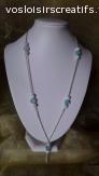 Collier en chaîne et perles turquoise et blanches