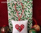 Coussin brodé point de croix 7x7 cm décor Noël