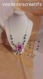 Ensemble de collier et boucles d'oreilles violet