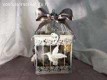 Originale cage décorative  avec son nid douillet en plume...