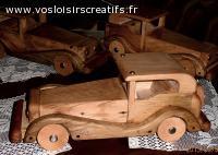 Voiture type ancien, objet en bois décoratif et ou jouet.