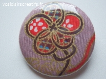 "Badge ""Les Fleurs"" en tissu rose 3 cm"