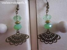 Boucles d'oreilles éventail bronze et perles facettées vert