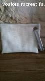 pochette plate, bicolore simili cuir blanc cassé paillettes