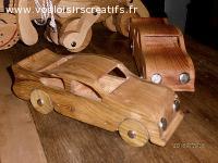 Voiture type sport, objet en bois décoratif et ou jouet.